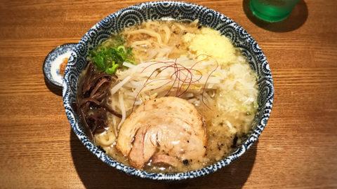 爆龍(ハゼリュウ)の中華そばが個性的でおいしい!食べるごとにさっぱりしてくる!
