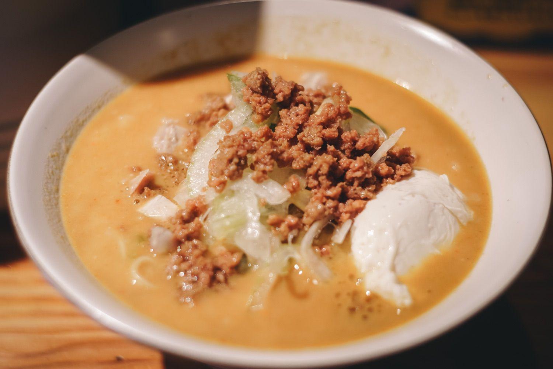 フランス料理のシェフが作るラーメン屋「麺や一途」でカレー風味のクリーミーな絶品ラーメンを。
