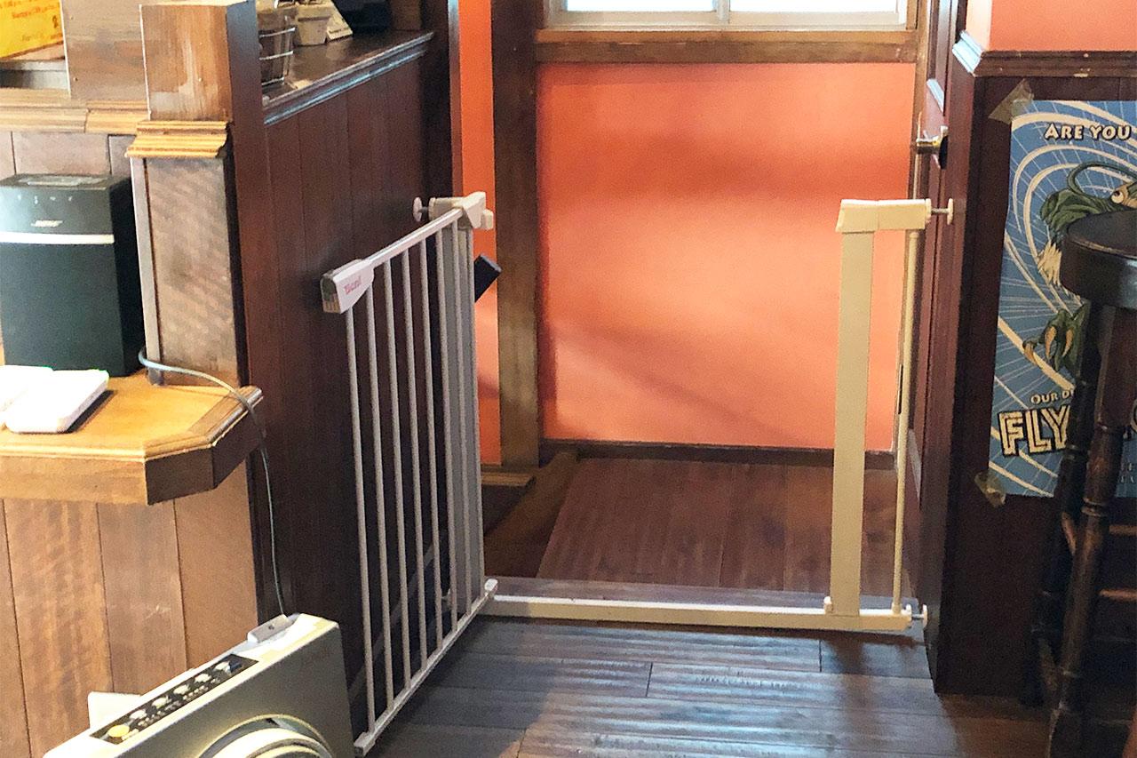 KajiCafeの店内にあるペット用の柵
