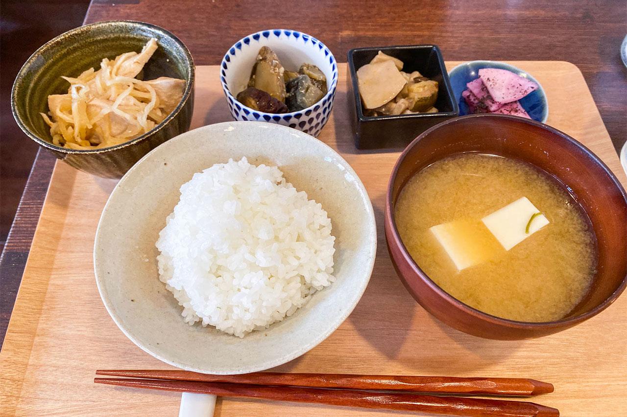 目黒本町のカフェ「kenohi(ケノヒ)」の体に優しい定食が美味しい!毎日でも食べたい味!