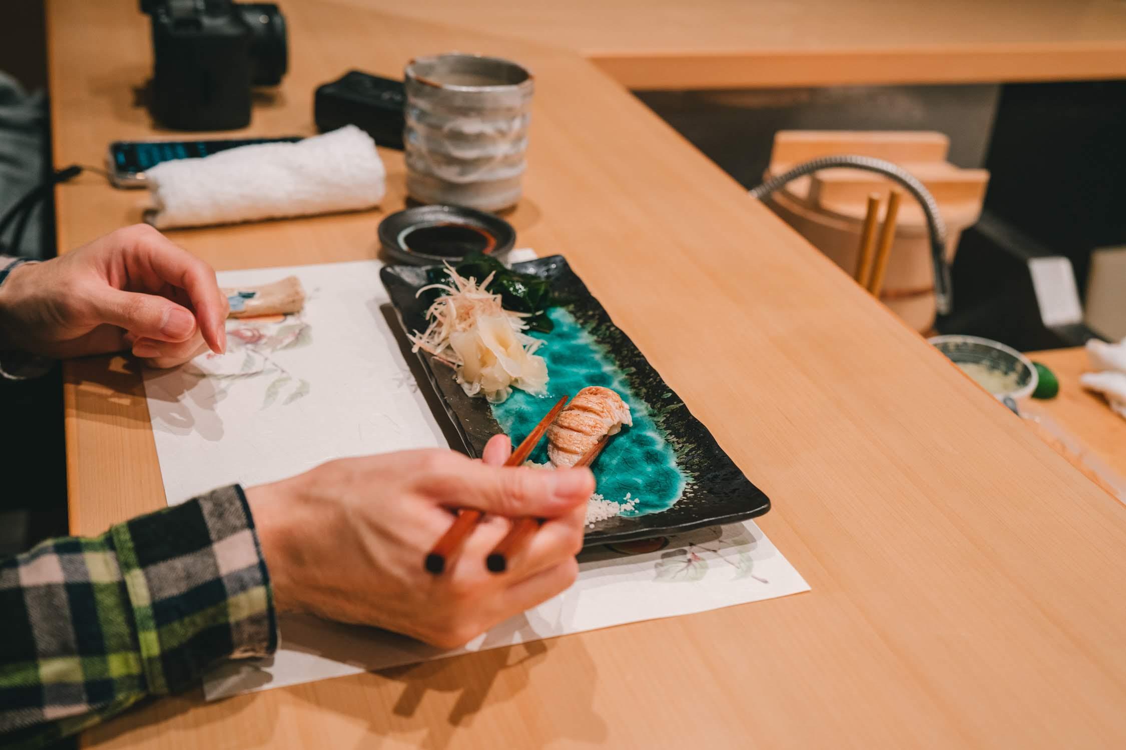 大通り沿いにひっそりと佇む寿司割烹「くるり」で最高の料理達をいただいてきました。