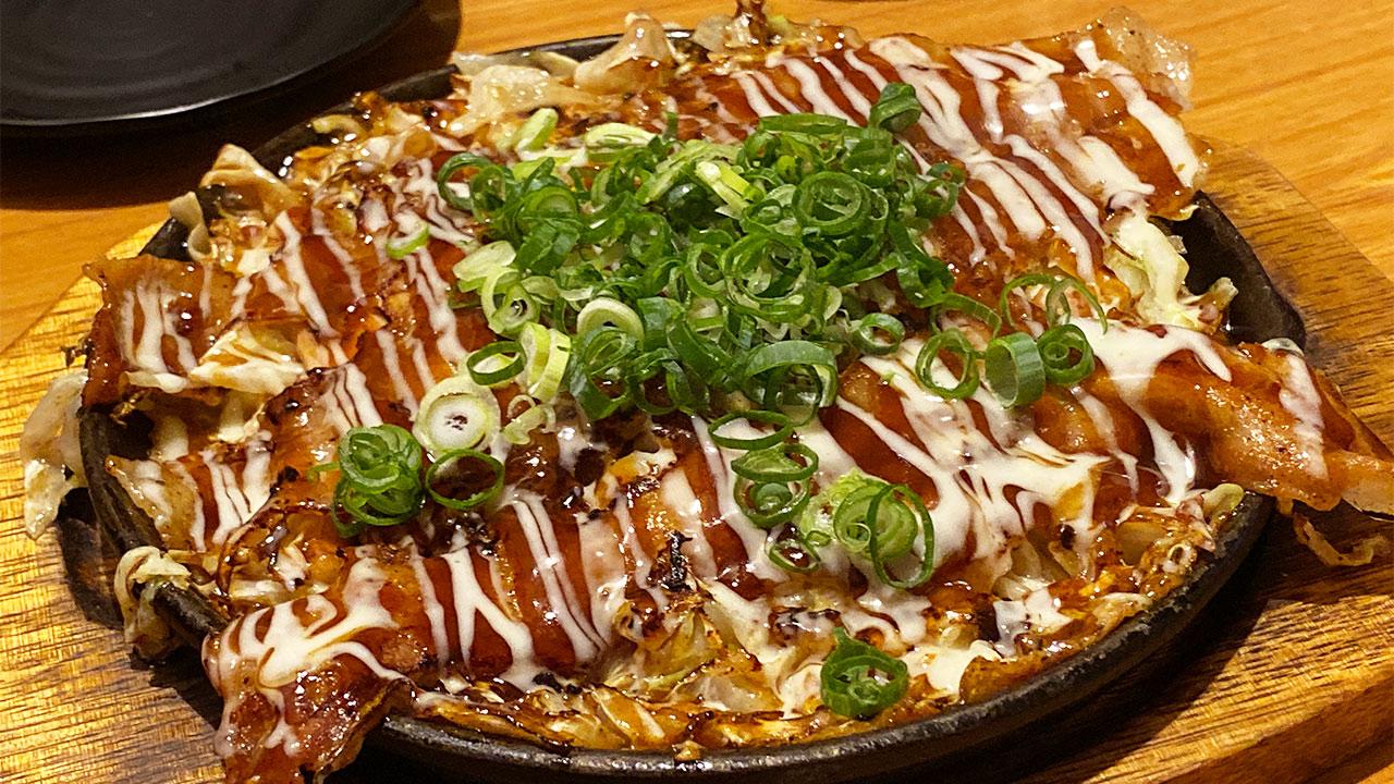 神戸流のお好み焼きがうまい!「長田いっしん」で鉄人焼きとトンテキを食べてきました!