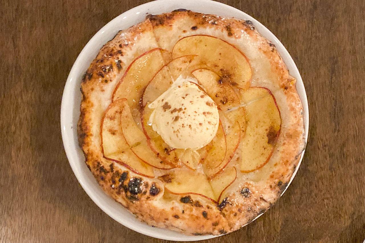 西小山「Pizzeria 244」のリンゴとシナモンのピザ