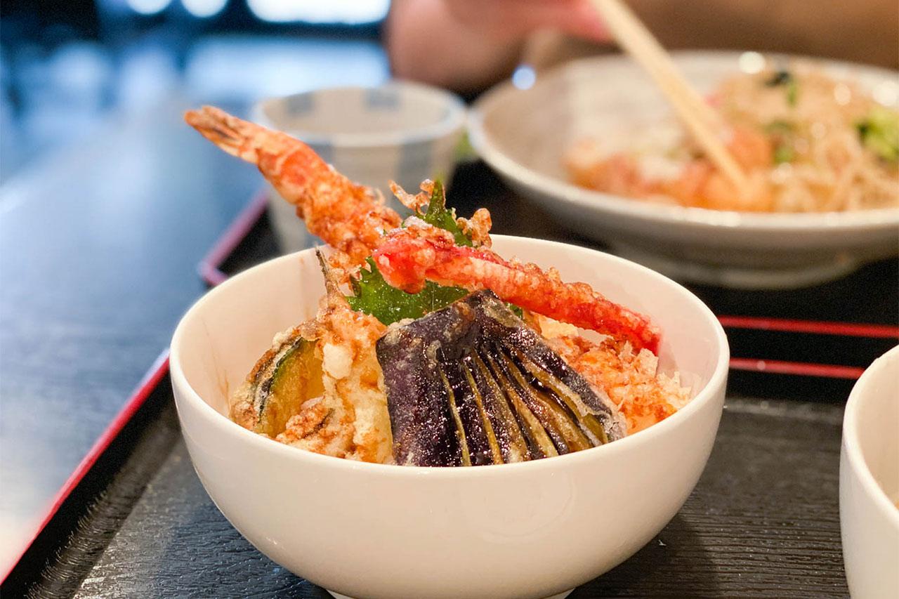 「蕎麦季」のミックス天丼ランチがボリュームたっぷりでコスパ良すぎ